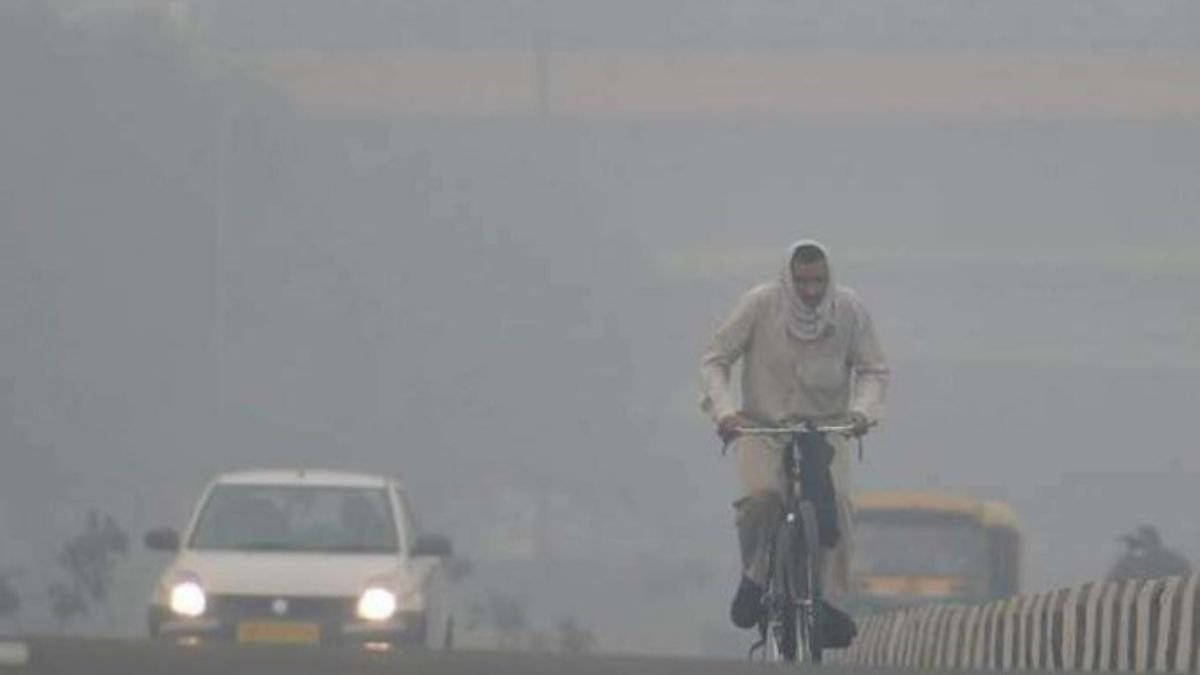 AQI remains in 'very poor' category as dense fog engulfs parts of Delhi Digpu