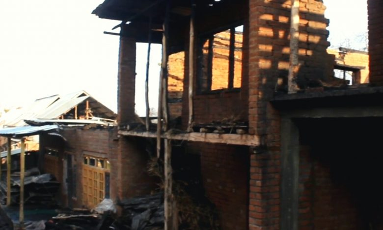 Fire incident leaves two families homeless in south Kashmir's Pulwama - Digpu News