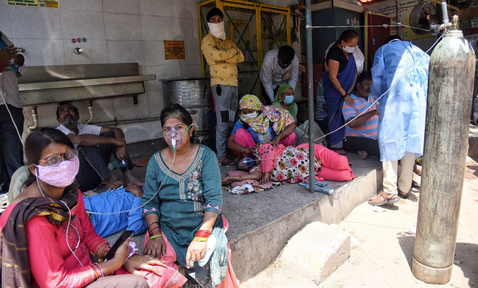 Delhi Hospitals helpless; Undeclared emergency takes country by storm - COVID-19 News - Digpu News
