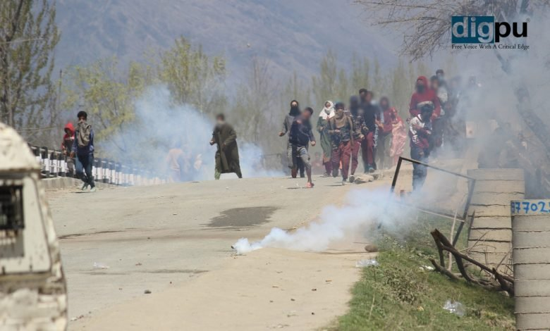 Three local militants gunned down in southern Kashmir
