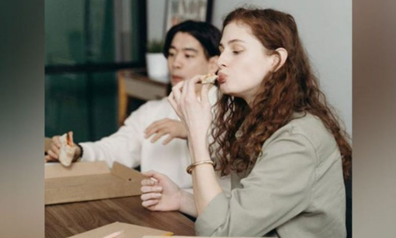 Study finds co-workers influence our food choices