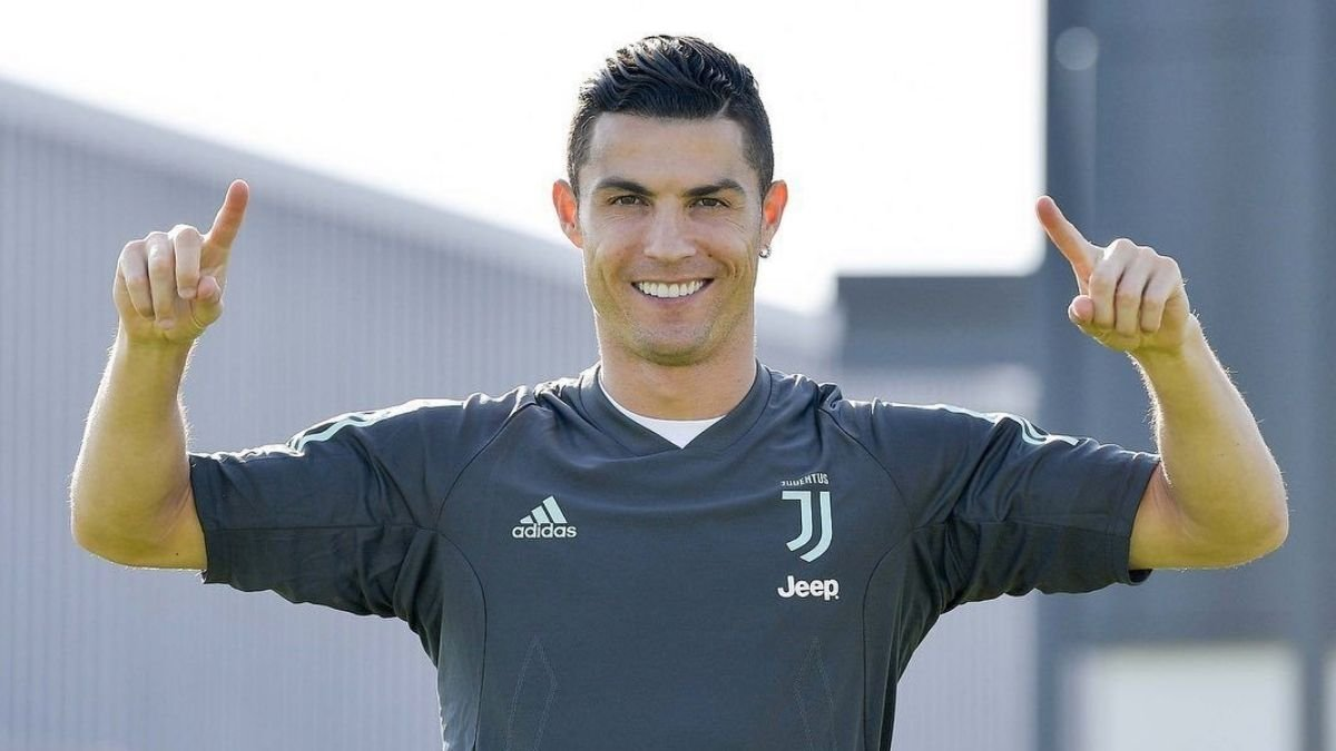 Cristiano Ronaldo names two exciting players from the new generation (1)