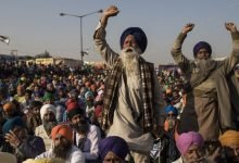 Police use tear gas against farmers protest to disperse demonstrators (1)