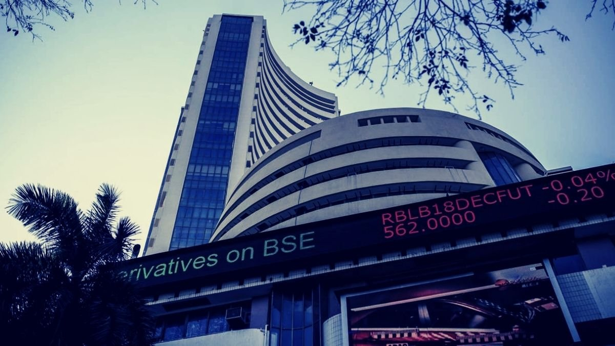 Sensex gains 359 points, banking and financial taking the lead (1)