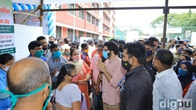 Aaditya Thackeray paid a visit to vaccination center in Dharavi
