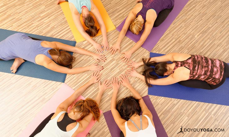 4 Reasons Teachers Should Use Touch in Yoga