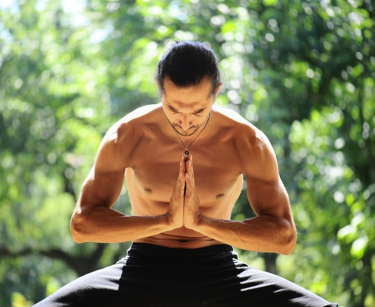 4 Strategies For Teaching Yoga With Alignment, Ahimsa and Heart