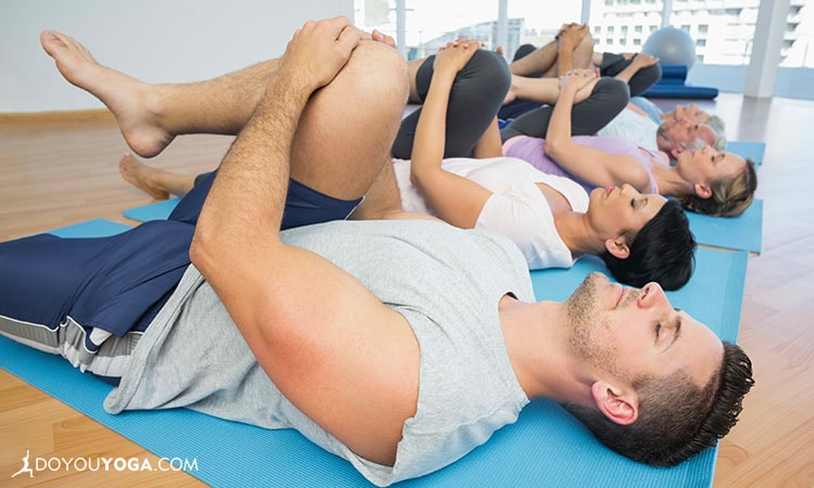 8 Tips for Assisting Students in Yoga Class