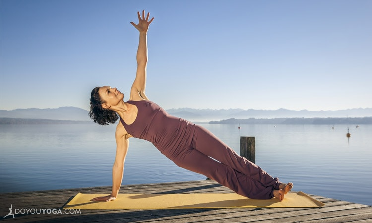Study: One Side Plank a Day May Reduce Spinal Curve