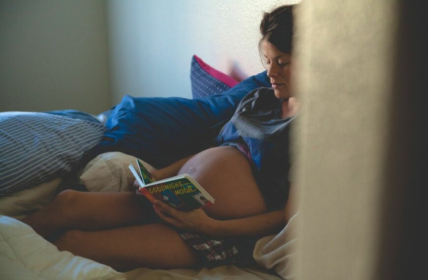 Pregnancy Insomnia: 5 Things No One Tells You
