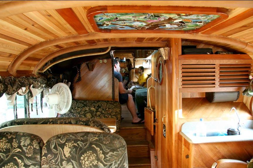 peacemaker_bus_from_outside_and_inside_4
