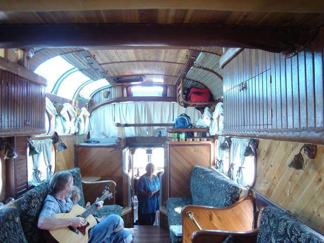 peacemaker_bus_from_outside_and_inside_6