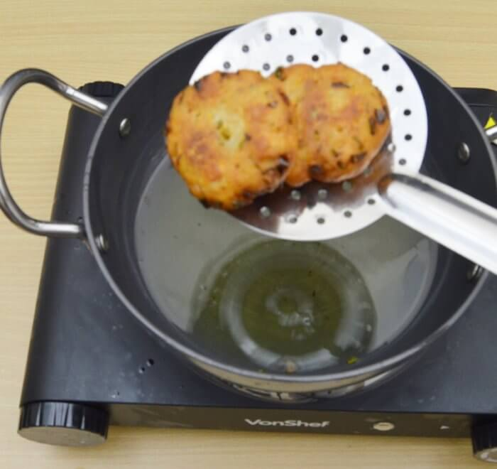taking out bread vadas from oil