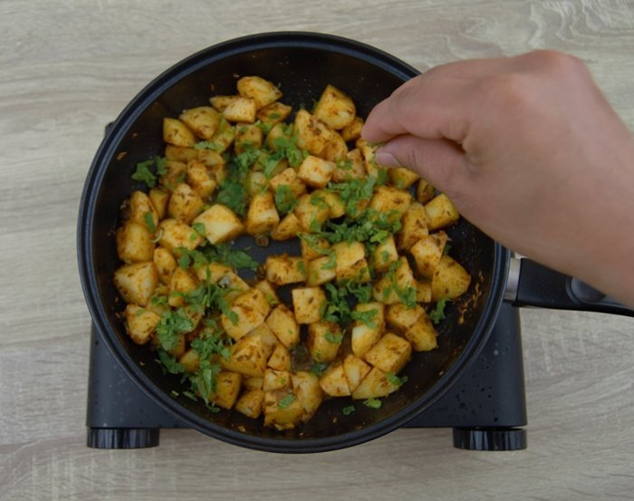 add coriander to jeera aloo