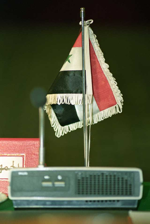 The Iraqi flag with no delegates behind it during the Arab League Emergency Summit in August 1990. Ph. Norbert Schiller