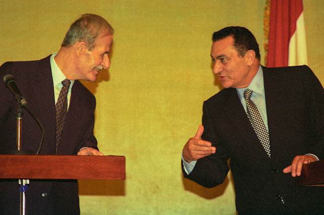 Syrian President and Hosni Mubarak hold a joint press conference, June 1996. Ph. Norbert Schiller