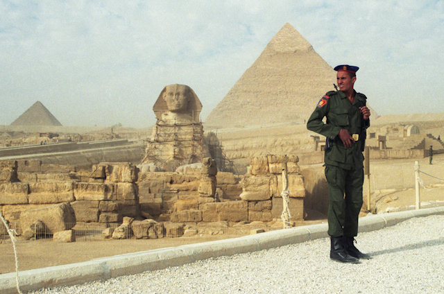 The Egyptian military cordons off the Giza Plateau after terrorist attack tourist sightseeing Hatshepsut's temple in Luxor, 17 November 1997. Ph. Norbert Schiller