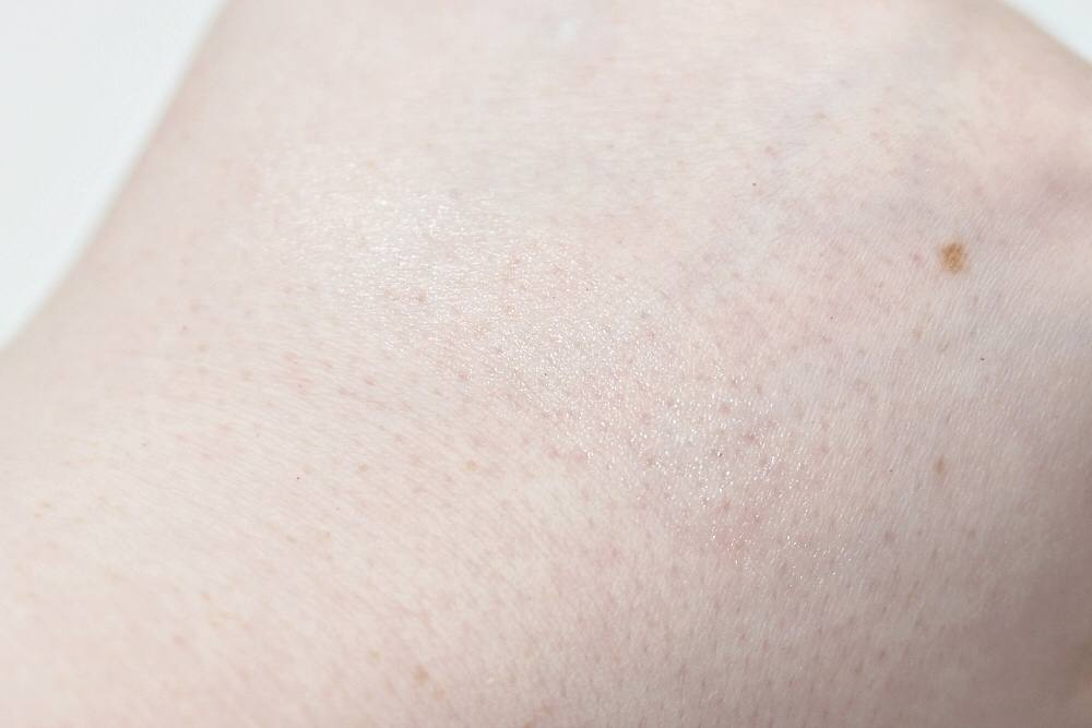 RMS Living Luminizer Review and Swatches - a clear, dewy cream highlighter