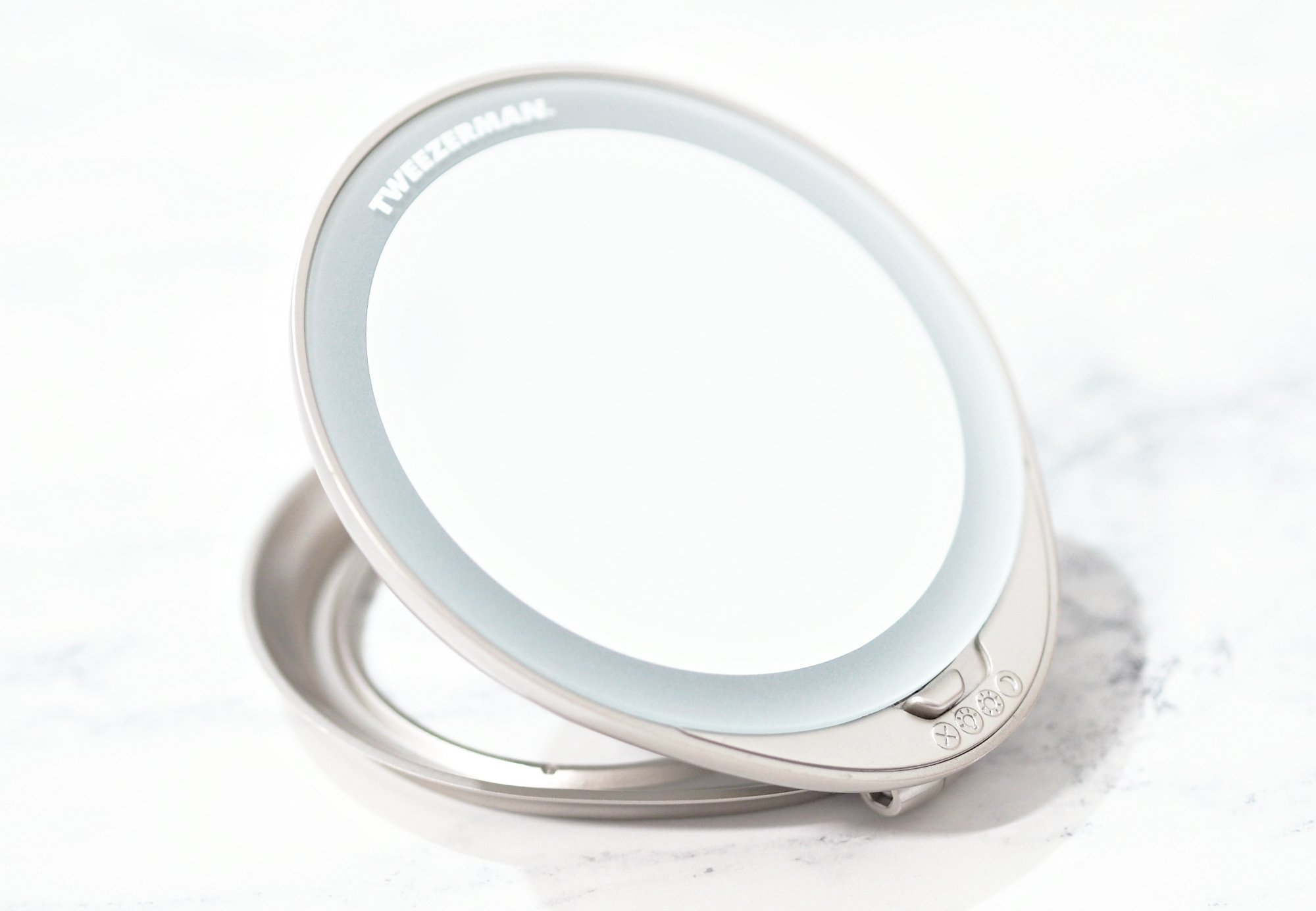 Tweezerman Adjustable Lighted Mirror Review - Mirror with three light settings