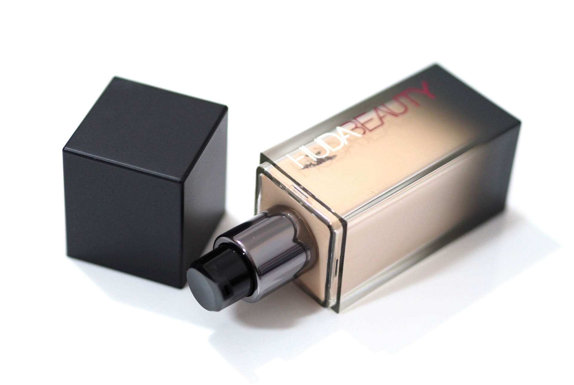 Huda Beauty #FauxFilter Luminous Matte Foundation Review / Swatches