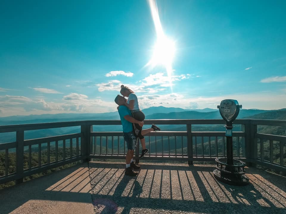 Couple kissing at a lookout point of Blowing Rock