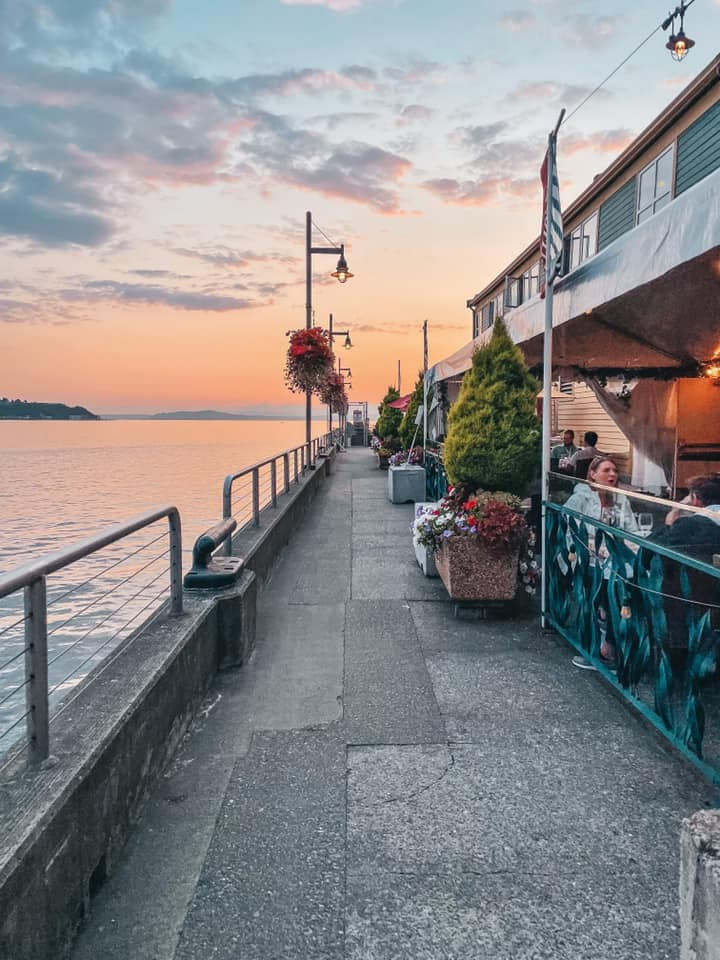 Seattle itinerary. Pier at sunset