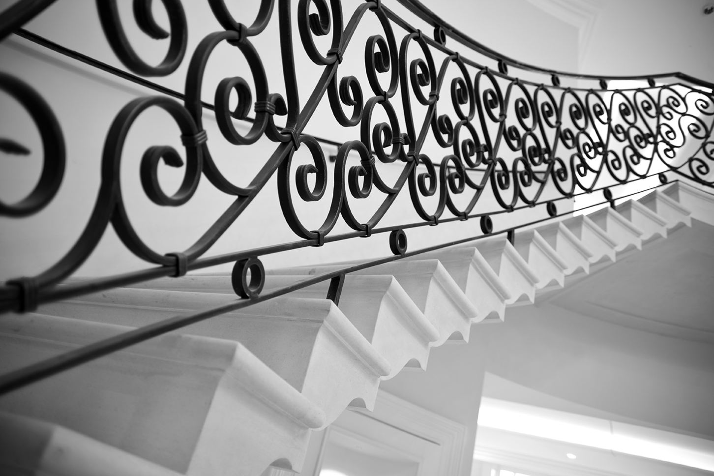 16. Cantilever stone staircase with shaped stair tread detail – Belfast