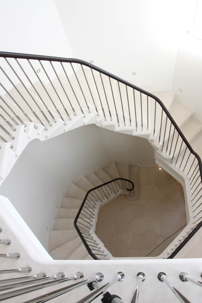 33. Octagonal two-storey Rosal staircase with spotlights – Nottinghamshire
