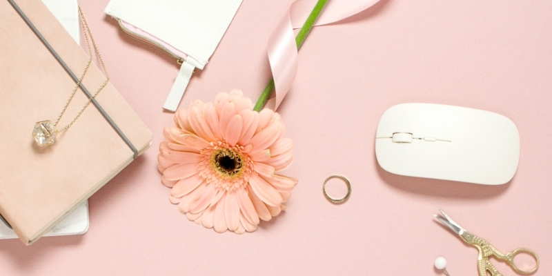 Pink And White Desktop Stationary Mouse And WordPress Blogging Resources