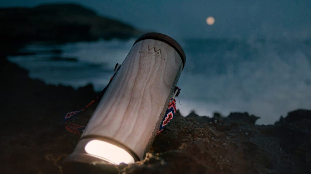 This lamp converts half a liter of salt water in 45 days of light
