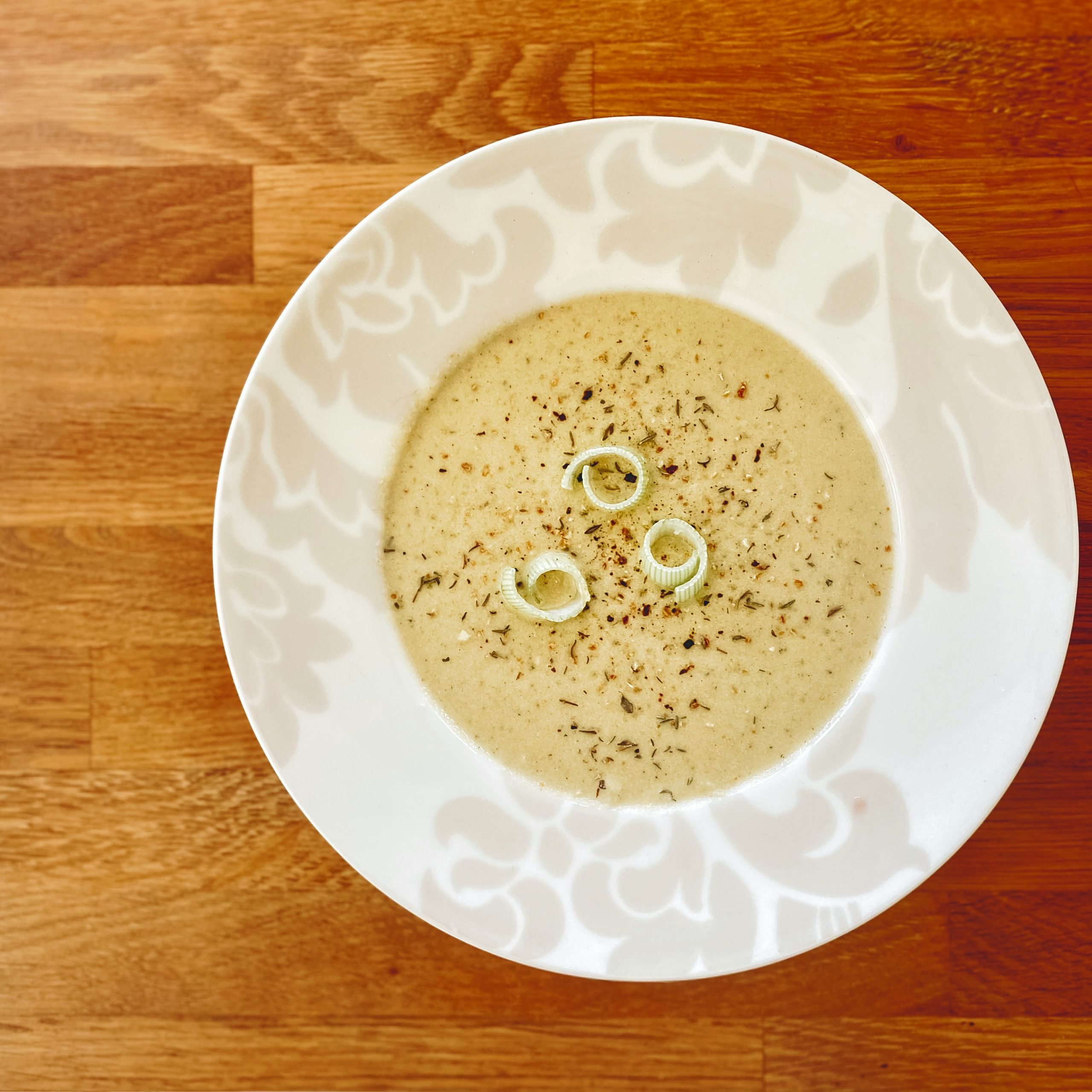 Roasted Cauliflower and Leek Soup in Bowl