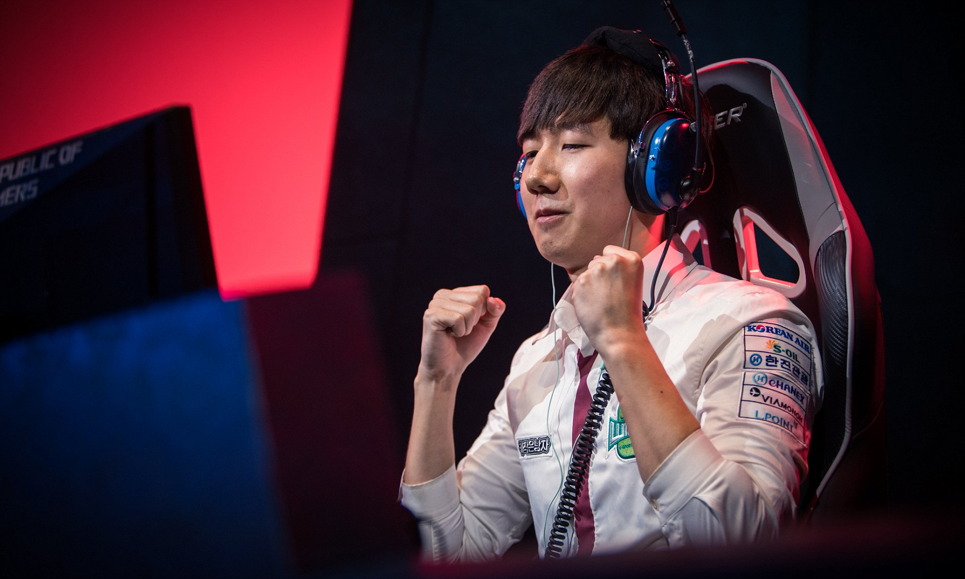 a picture of south korean gamer rogue