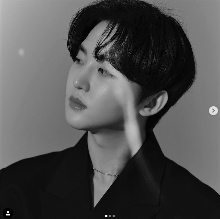 A phpto of Yooseong, a vocalist for KPOP group WOW.