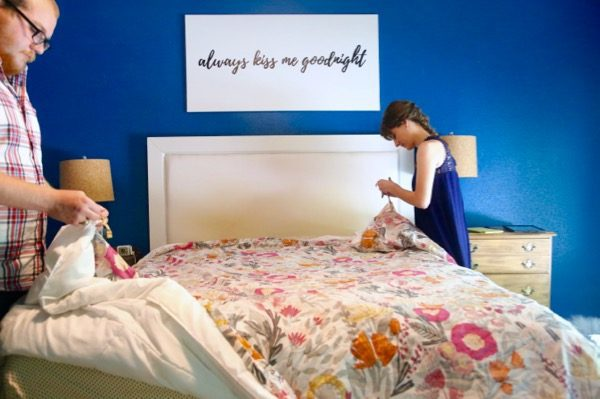 How to quickly put on a duvet cover