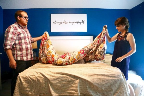 Easy trick for putting on a duvet cover