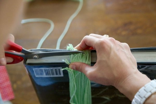 how to make yarn tassels for decor