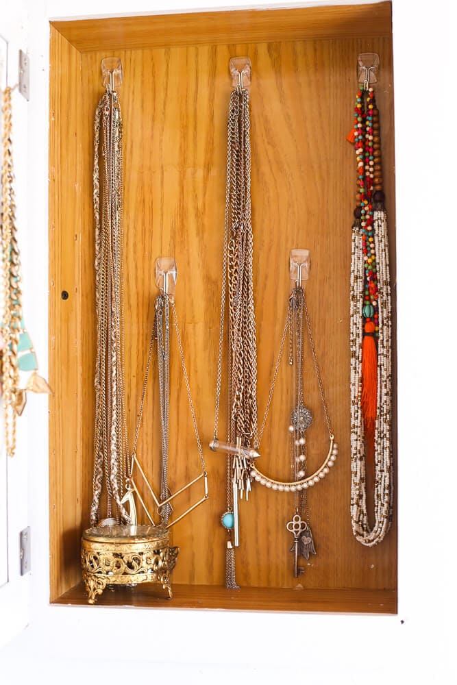 how to organize necklaces using a medicine cabinet