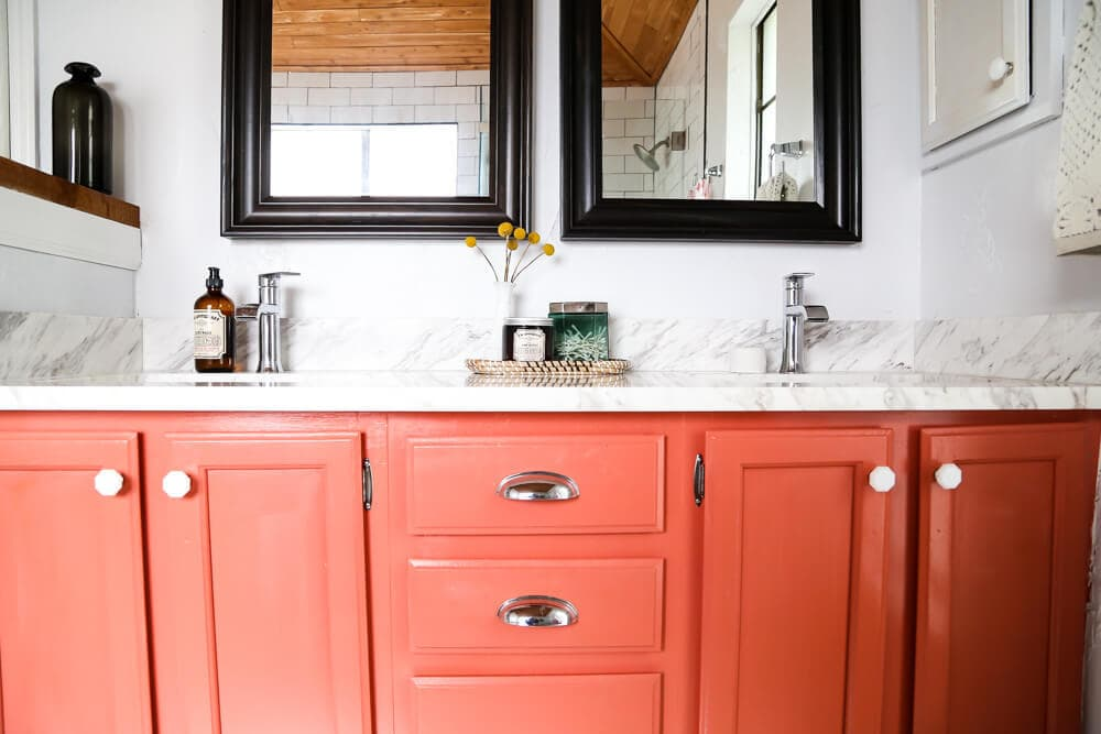This master bathroom is so serene and relaxing! There are tons of great ideas for how to make your bathroom the most relaxing place in your home.