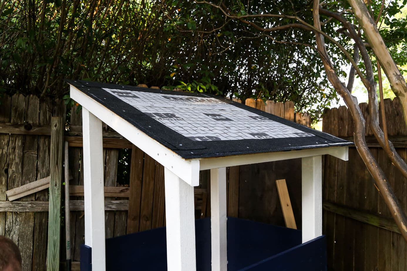 How to install a playhouse roof