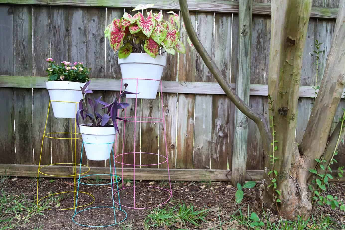 diy plant stand from tomato cages