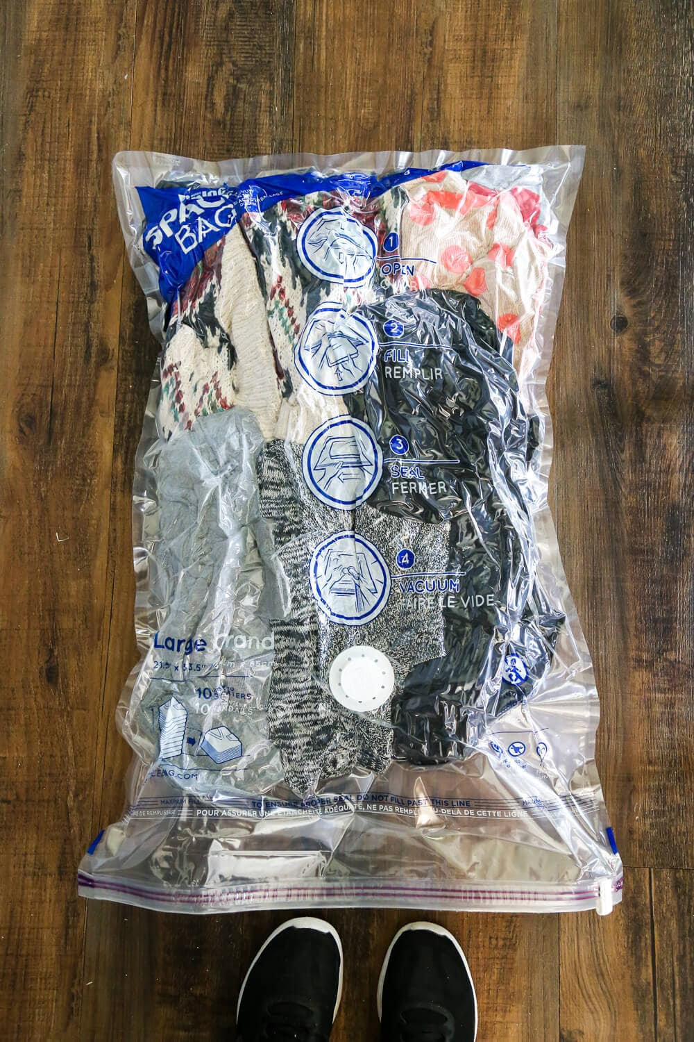 How to keep your linens and off-season clothing completely organized without wasting any space using Ziplock Space Bags! Great tips and ideas for getting your garage totally organized, too!