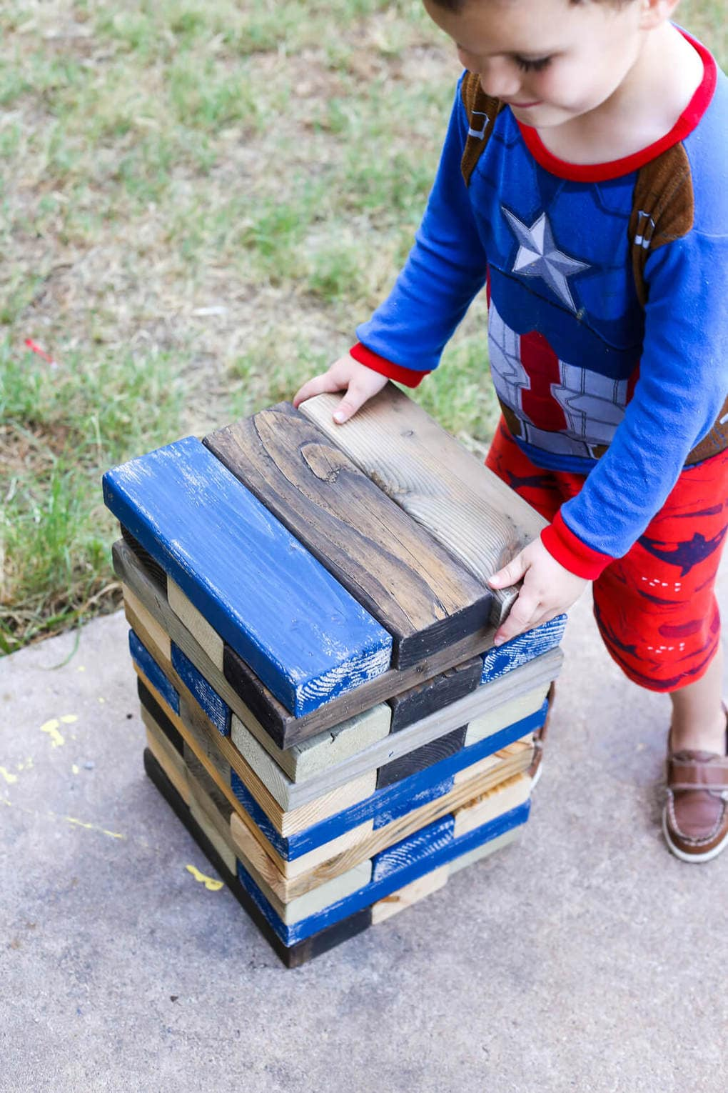 DIY Giant Jenga Outdoor Game - Fun party game. How to make jumbo Jenga blocks for your backyard, perfect for your next summer gathering, tailgate party, or just to keep your kids busy this summer!