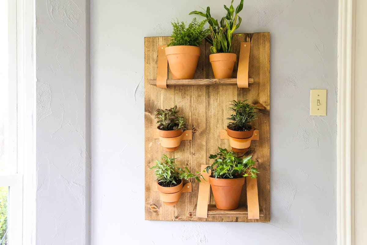 How to build a DIY vertical wall planter for your home