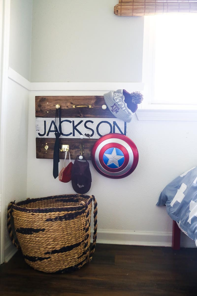 How to build pallet wood wall hooks