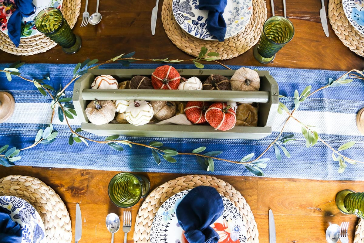 A simple and elegant fall tablescape. Beautiful fall table setting, and ideas for a DIY fall centerpiece.