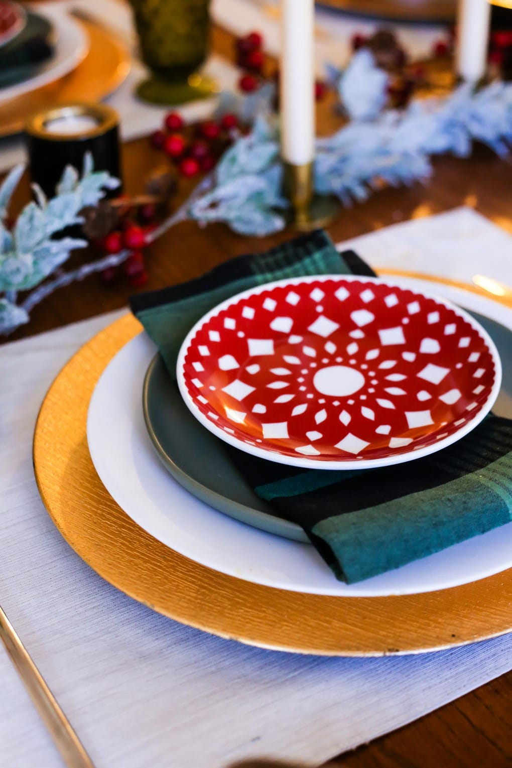 A beautiful and simple traditional Christmas table