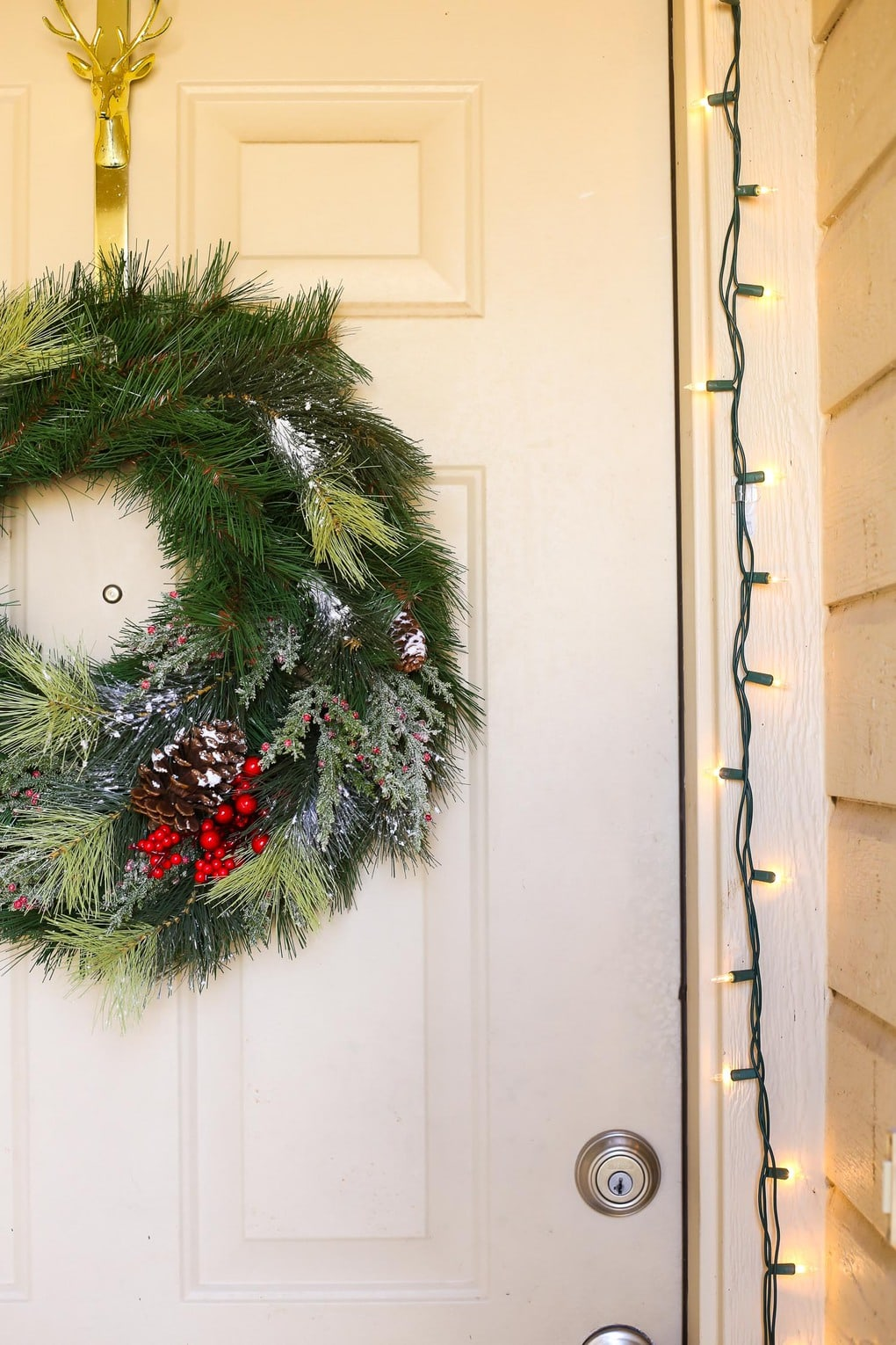 How to make a Easy and beautiful DIY Christmas wreath for your front door