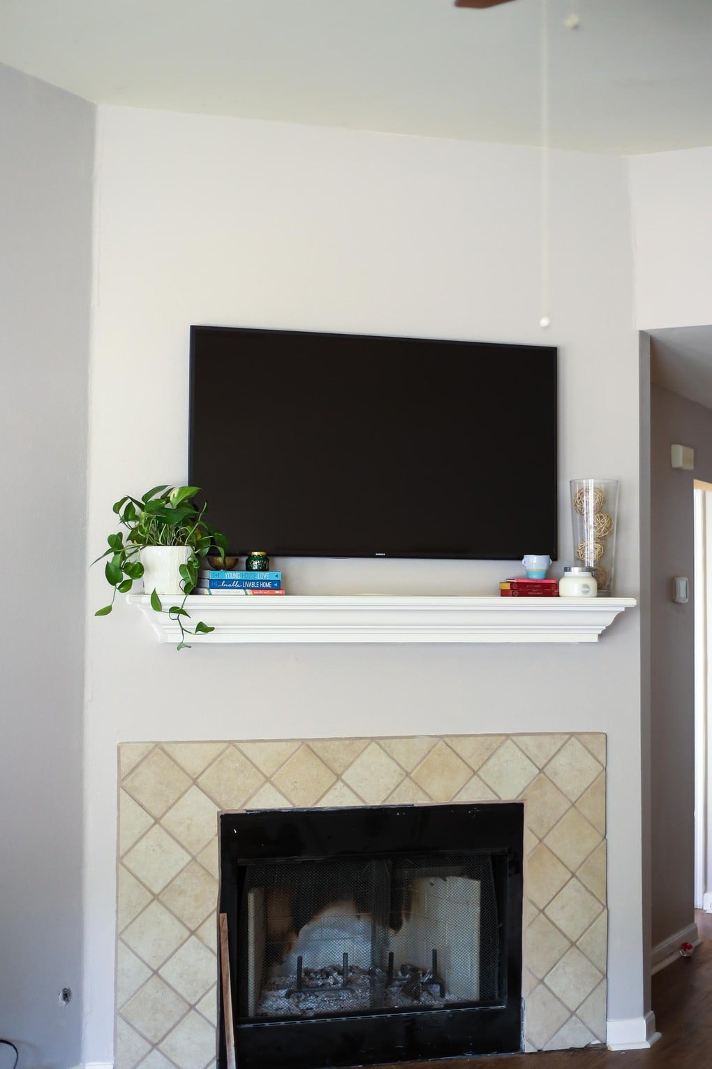 Decorating A Mantel With Television, How To Decorate Fireplace With Tv Over Mantel