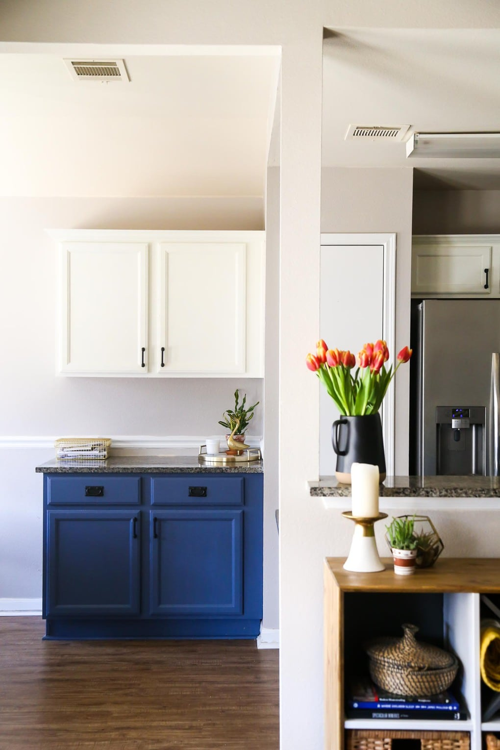 Blue and white kitchen - tips for selling a home and moving