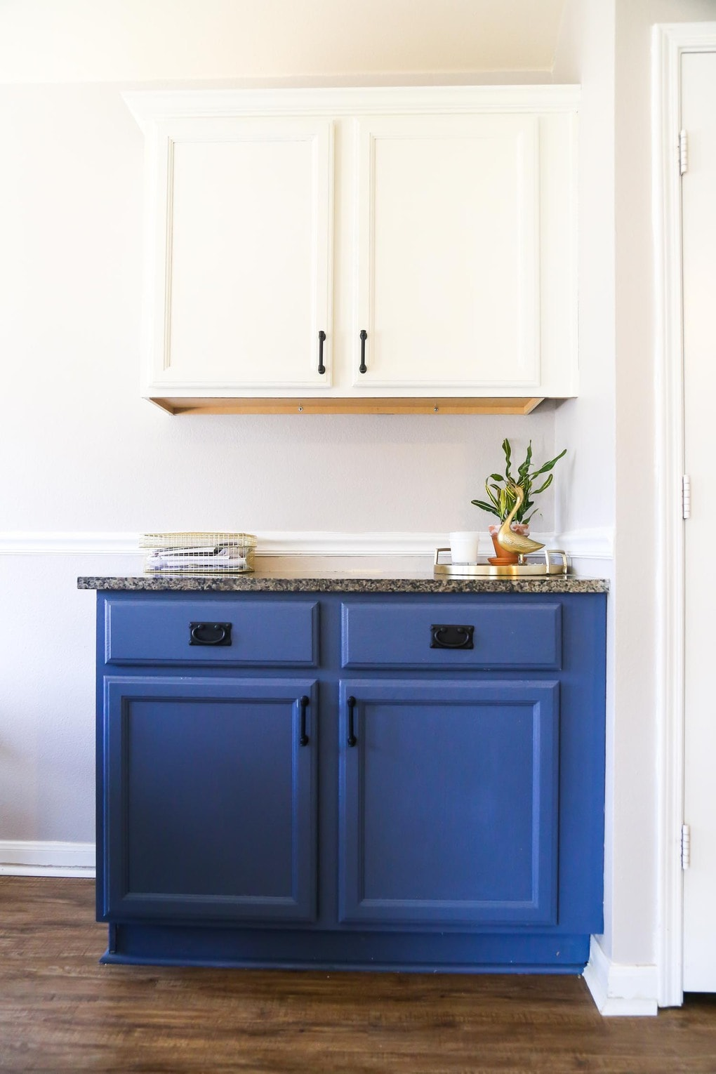 Gorgeous blue and white kitchen cabinets